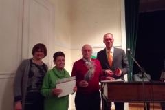 Gemeinsames Bild der anwesenden geehrten Mitglieder mit Gabi Hruschka und Dr. Jan Heinisch