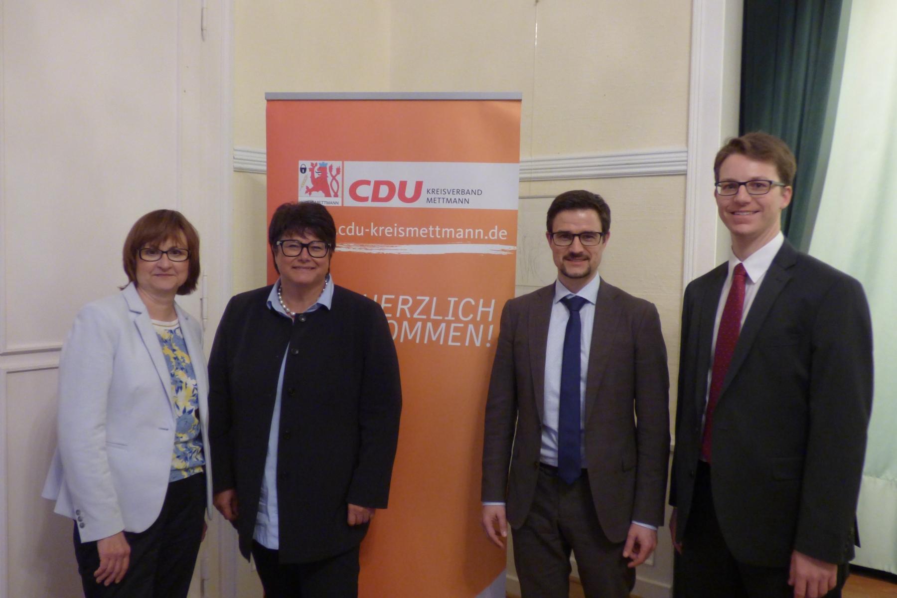 Gabi Hruschka, Sabine Verheyen, Christian Schölzel und Maximilian Bröhl (v.l.n.r.)